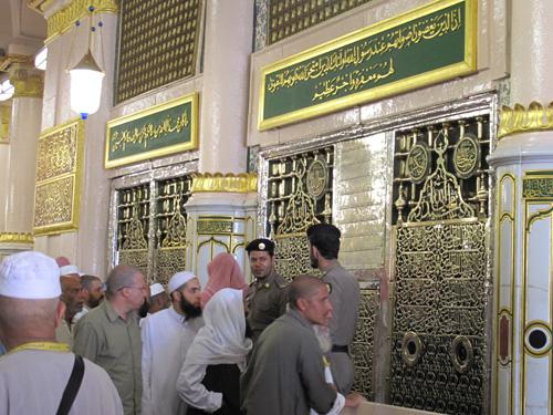 Sholat di Raudhah