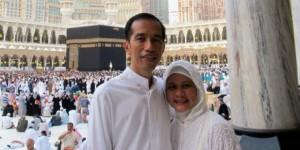 Bapak Jokowi pun Selfie Umroh Depan Kabah Bersama Ibu