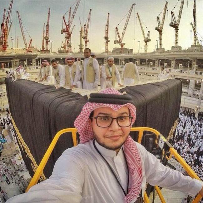 Selfie Ekstrim Depan Kabah